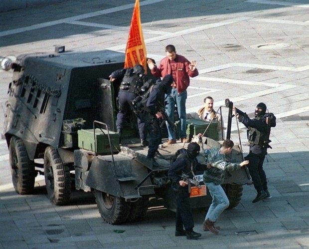 z15733486q159-maja-1997-roku--policyjne-sily-specjalne-areszto