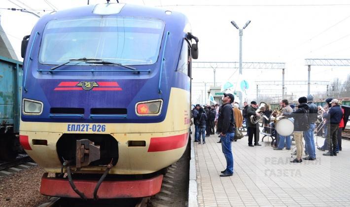 Электричка «ДНР — ЛНР» прибыла на луганский жд вокзал (фоторепортаж)
