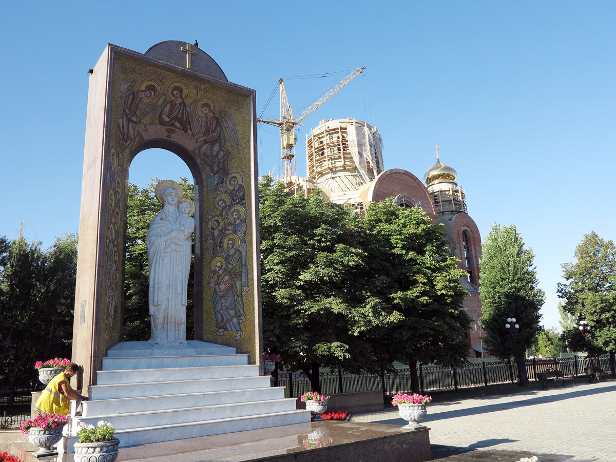 Памятный знак в честь 2000-летия Рождества Христова и строительство храма иконы Божией Матери Умиление