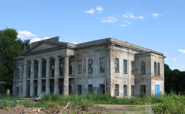 Панский дом в Александровске. Снимок 2008 года, но в таком состоянии особняк стоял много лет до этого