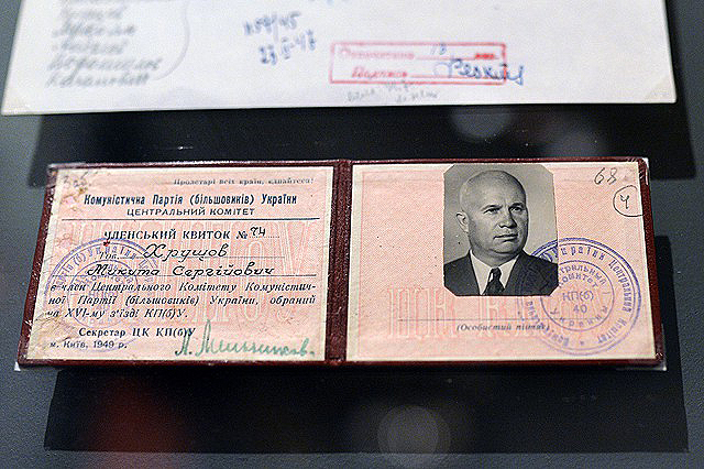 01 - Хрущев - билет КП(б)У