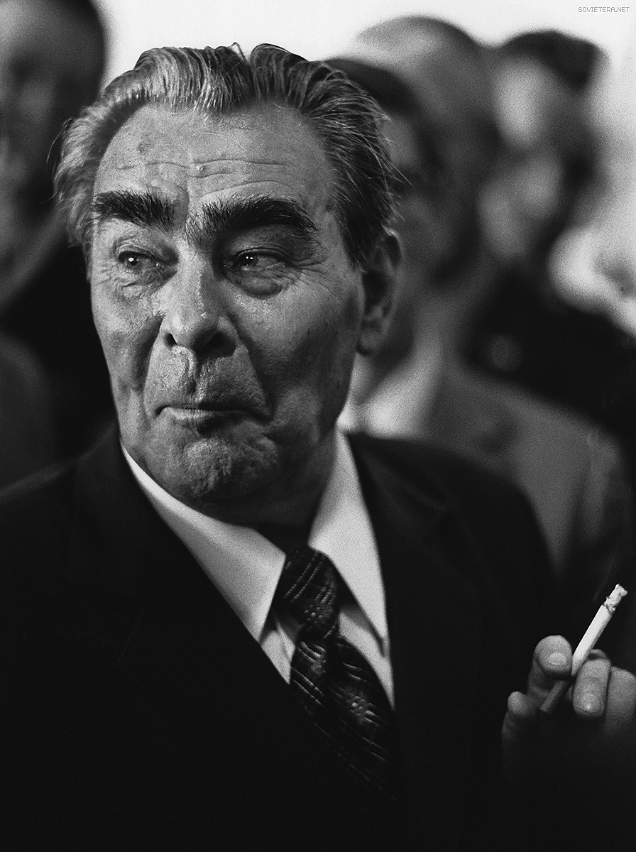 Пижон Леонид Брежнев оказался решительным и жестоким противником смещенного генсека Хрущева