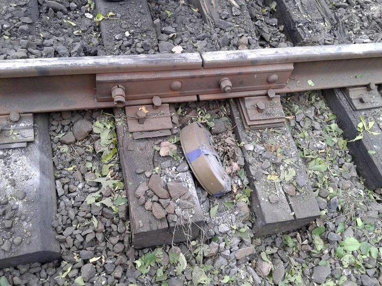 Подробности подрыва поезда с углем в Станично-Луганском районе (фото)