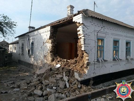В результате обстрела поселка Сартана под Мариуполем два человека погибли и 6 — ранены