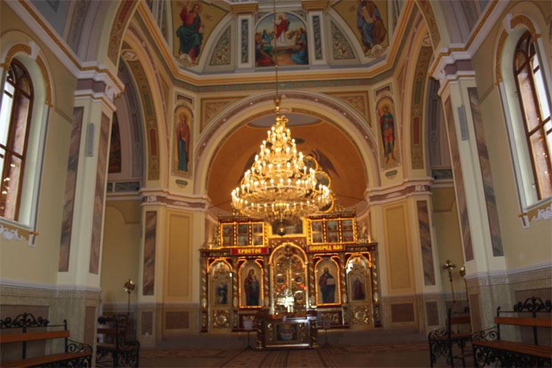 05 - У церкві Угринова більшовики зробили магазин мінеральних добрив...