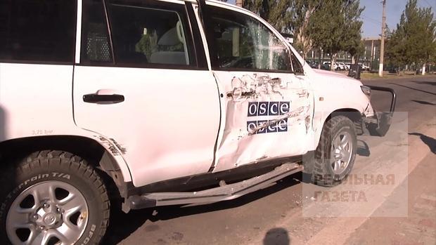 В Луганске автомобиль ОБСЕ столкнулся с троллейбусом (фото)