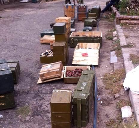 В зоне АТО обнаружен огромный тайников боеприпасов (фото)