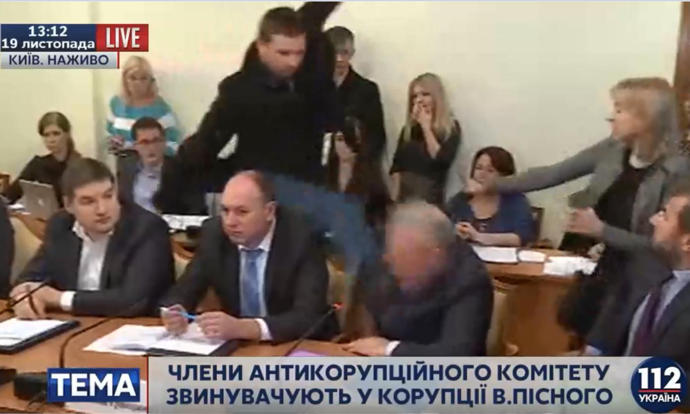 На Антикоррупционном комитете Верховной Рады произошла потасовка (видео)
