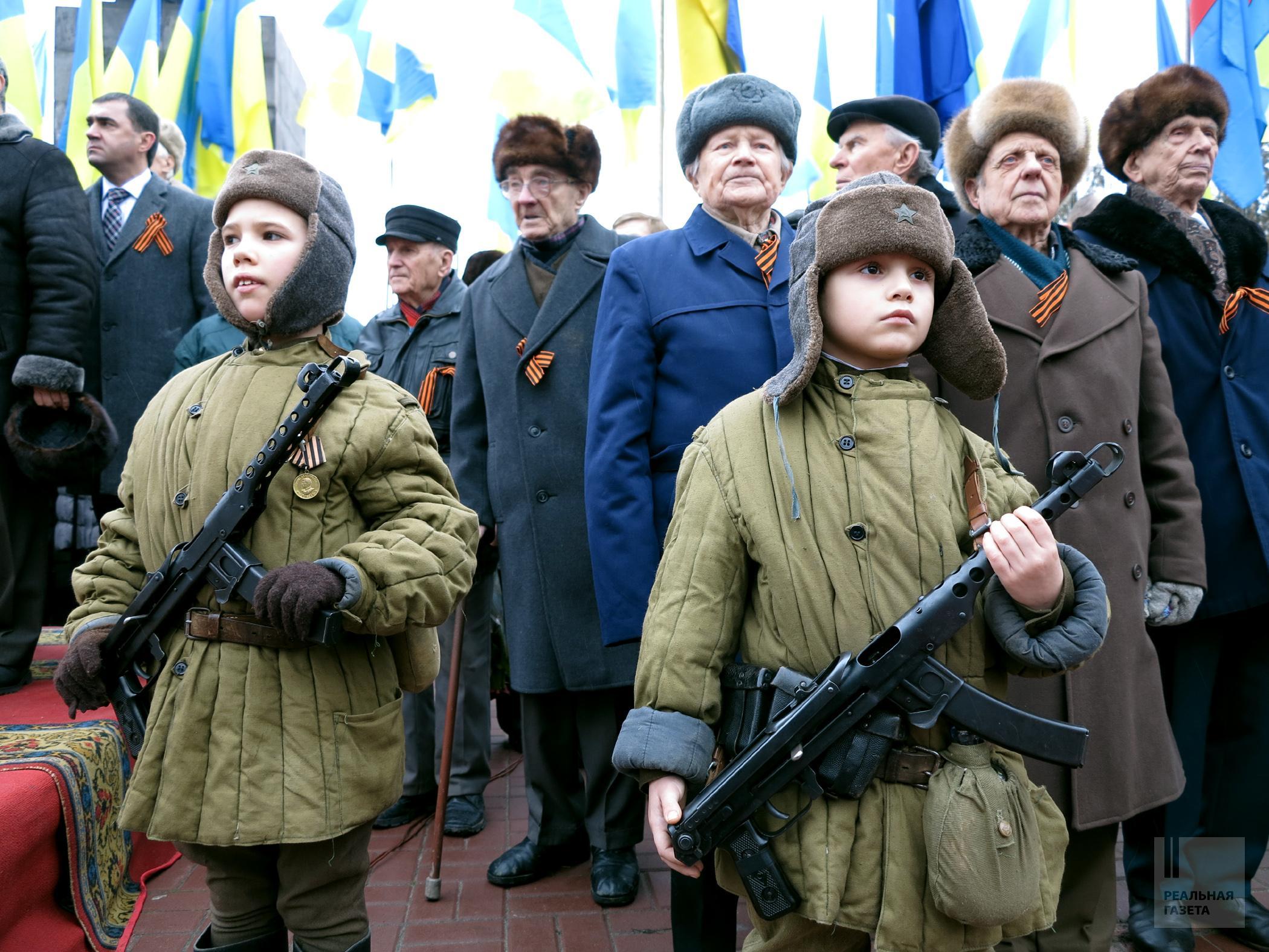 Парад в честь освобождения Луганска 14 февраля 2013 года