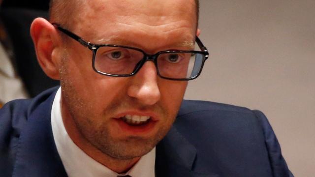 Яценюк решил поднять пенсии и зарплаты с 1 мая