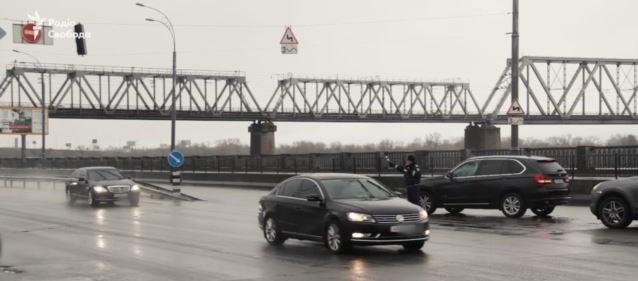 Как в Киеве отключают светофоры для кортежа Яценюка (видео)