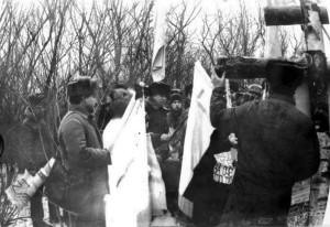 Установка первого креста - березового на месте сталинских расстрелов в Луганске