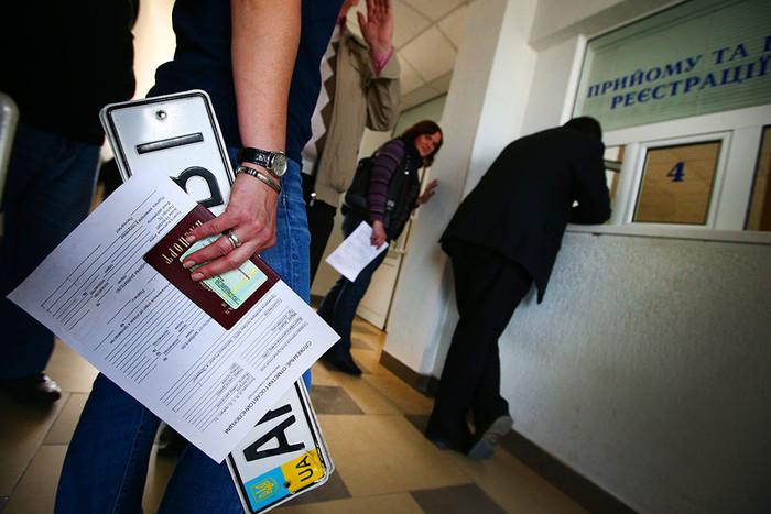 Крымчане не хотят менять номера авто на российские