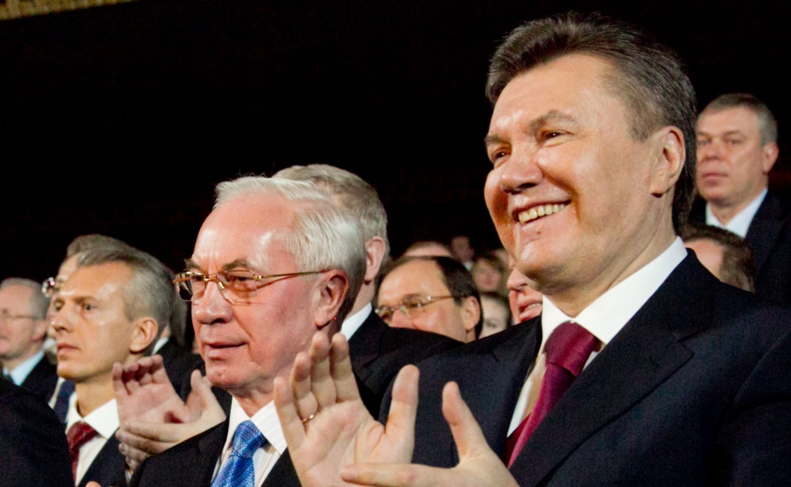 Суд арестовал пенсии Януковича и Азарова, которым начисляли по 17 тысяч гривен ежемесячно
