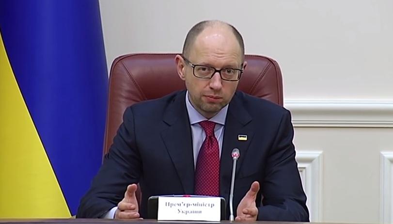 Яценюк потребовал снизить цены на бензин, а Демчишин уже пообещал на гривну