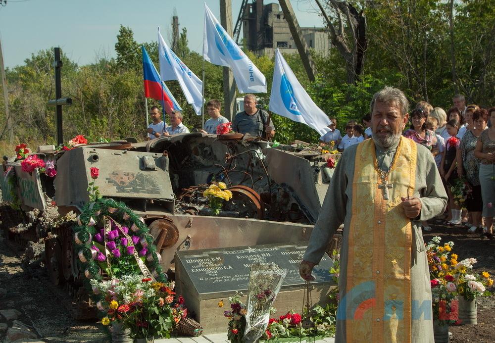 В селе Новопавловка обошлись без постамента. Фото ЛуганскИнформЦентр