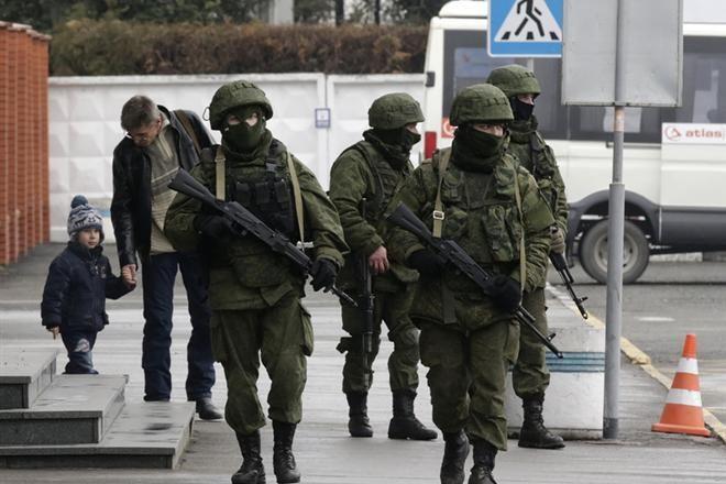 Москва использовала в захвате Крыма более 70 тысяч российских силовиков — разведка