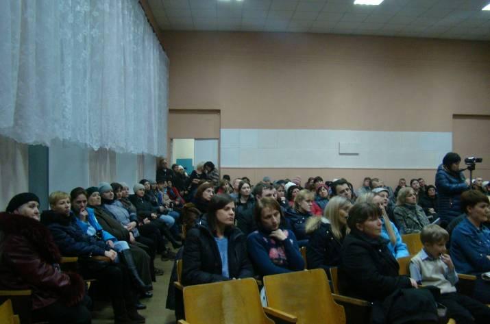 В Рубежном начали сбор подписей за отставку мэра города (видео)