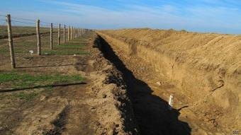 Украина оборудовала 230 км противотанковых рвов на границе с Россией