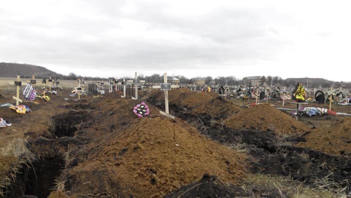 В Донецке журналисты увидели огромное кладбище боевиков «ДНР» (фото, видео)