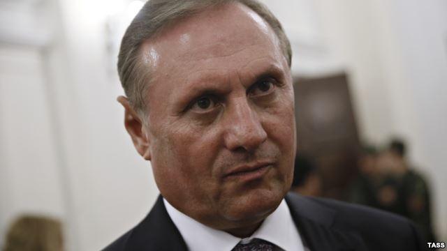 Ефремов заказал новый загранпаспорт и собирается покинуть Украину