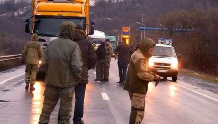 В Закарпатье «Правый сектор» начал «Медвежью блокаду» против российских фур (видео)