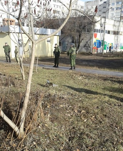 В Луганске обстреляли жилой квартал (фото видео)