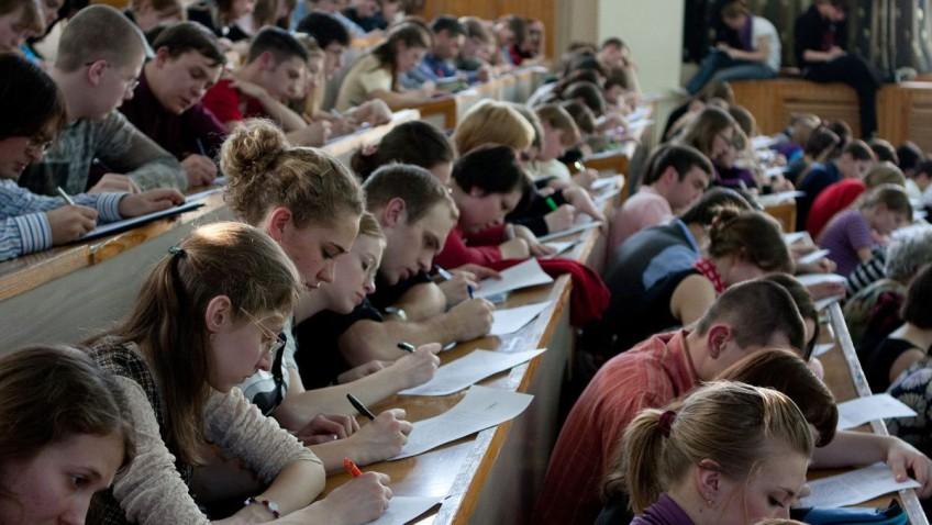 В Крыму девушек-студенток зовут стать на учет в военкоматах