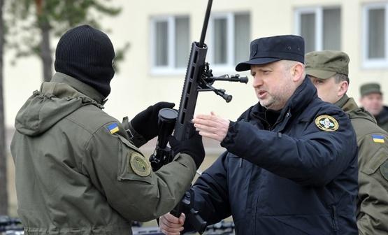 Турчинов: Нацгвардия готовит бойцов для уничтожения снайперов РФ