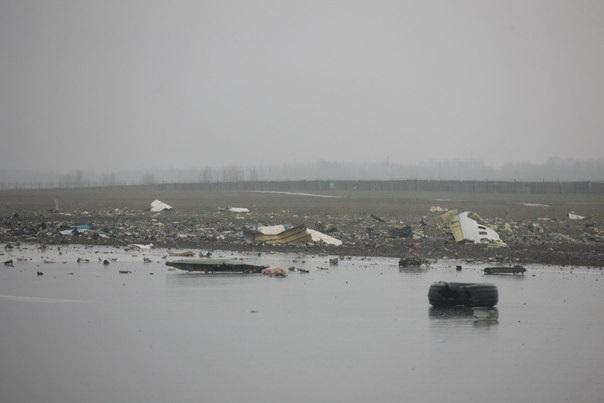 В аэропорту Ростова-на-Дону упал Boeing 738, погибло восемь украинцев (фото видео)