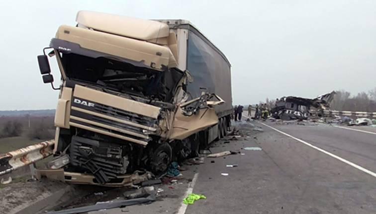 На Полтавщине автобус с жителями Луганщины попал в аварию: погибли 8 человек (фото)