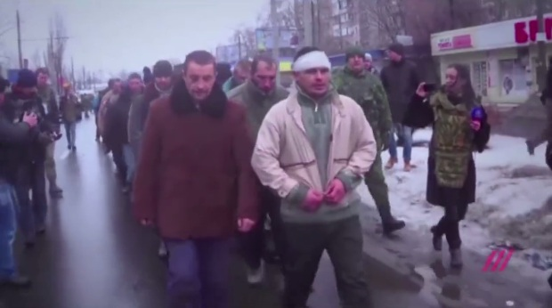 Боевики показали видео «парада» пленных украинских военных в Донецке
