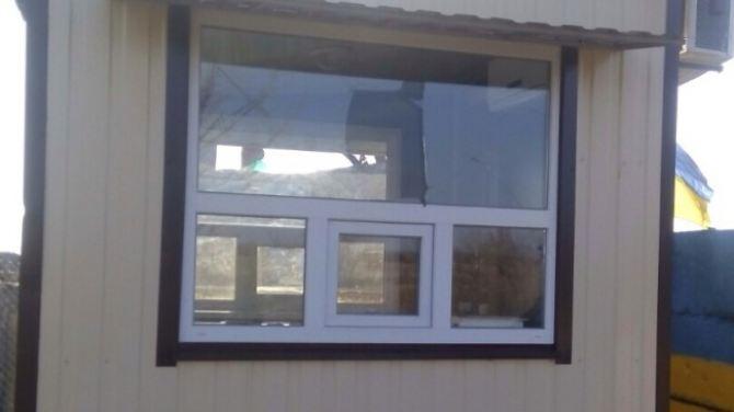 Последствия обстрела контрольного пункта пропуска в Станице Луганской (фото)