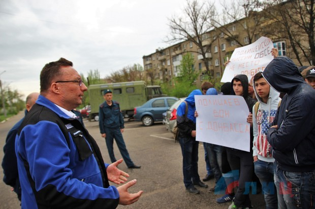 В Луганске боевики согнали студентов на митинг против ОБСЕ (фото)