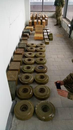 В Северодонецке обнаружен огромный склад боевиков (фото видео)