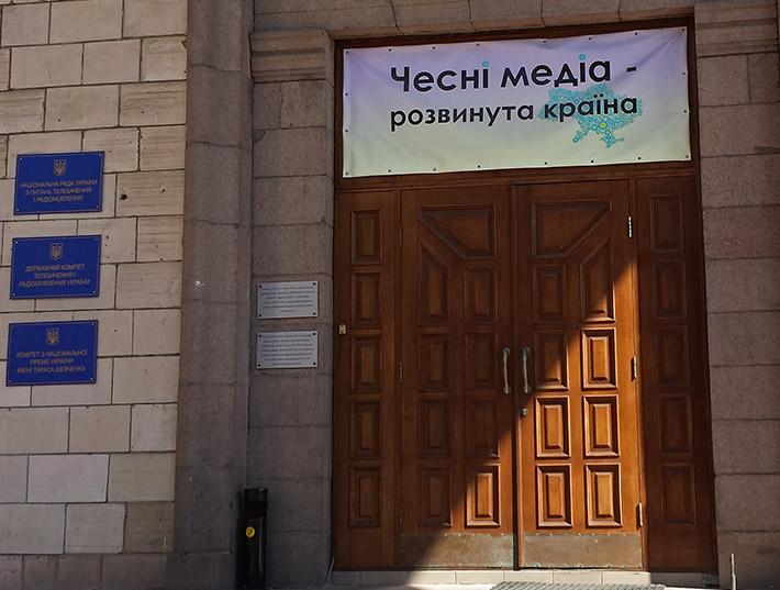 Каналу Ахметова вручили «Золотую клизму» за сепаратистские сериалы