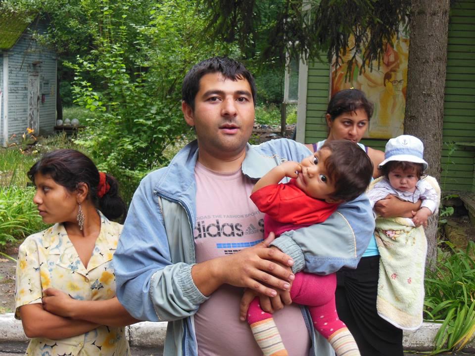 Ромы-переселенцы из зоны АТО (фото организации «Чачимо»