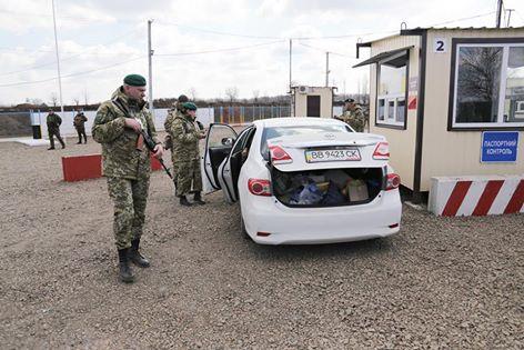 Юрий Гарбуз надеется, что пункт пропуска в Станице Луганской будет работать и после майских праздников