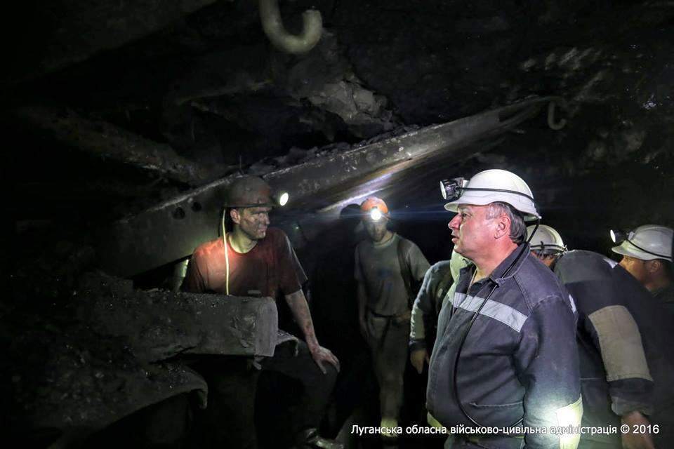 Губернатор Луганщины спустился в шахту и обратился за помошью к премьер-министру (видео)