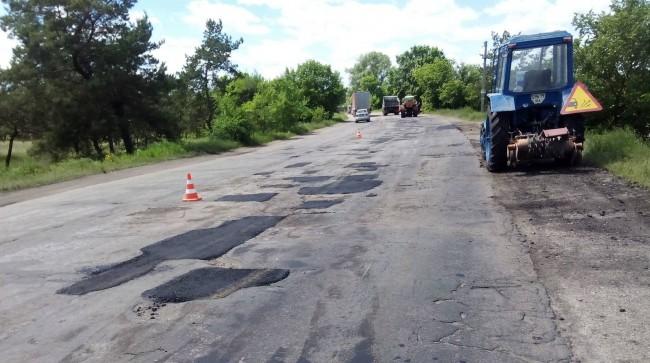 Как делают капитальный ремонт дорог в Луганской области (фотофакт)