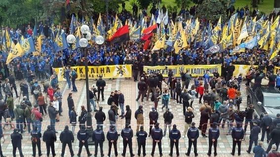 Бойцы «Азова» пообещали снести Раду и АП в случае проведения выборов на Донбассе