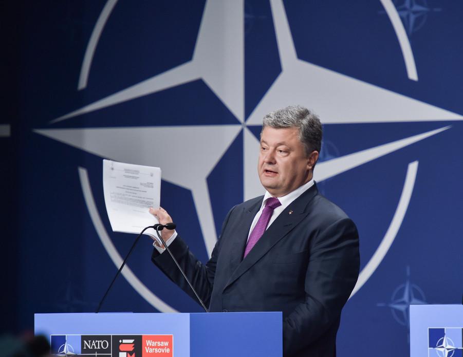 Порошенко жестко ответил журналисту РФ: Выборы на Донбассе будут, когда русские перестанут убивать украинцев