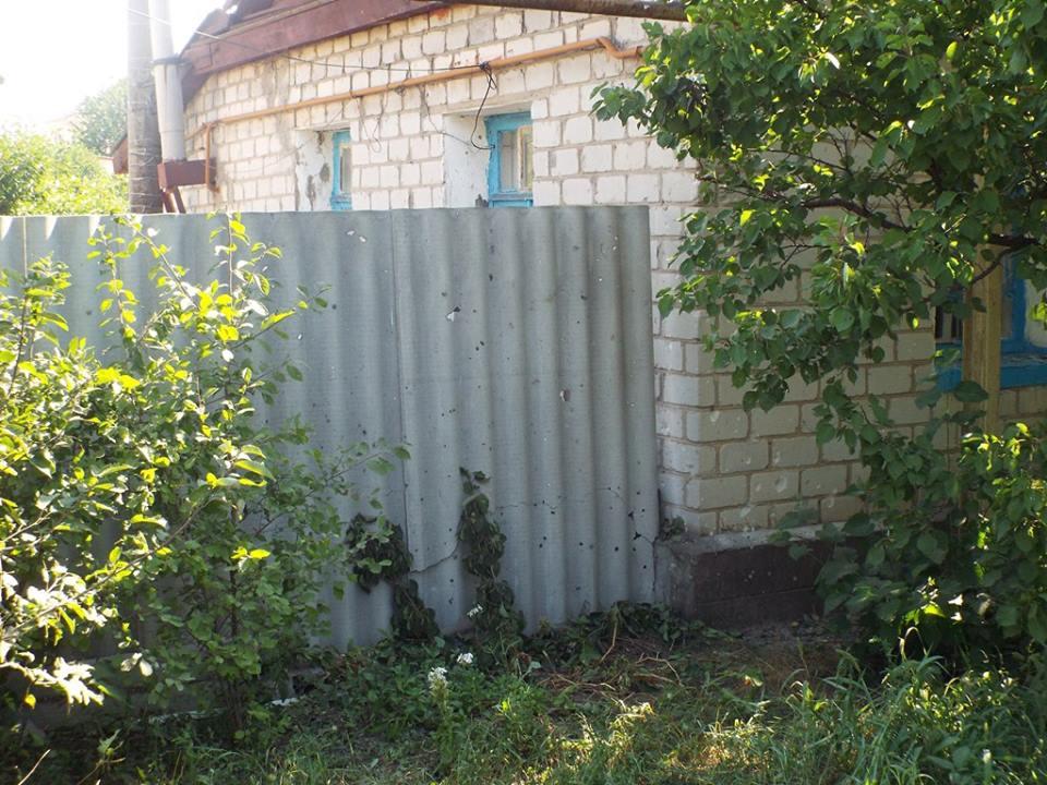 Боевики обстреляли Станицу Луганскую, ранены двое военнослужащих (фото)