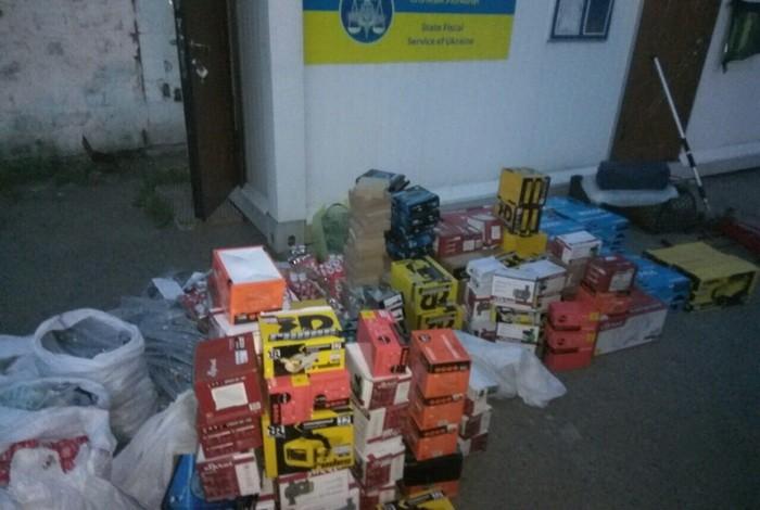 В Марьинке задержали два микроавтобуса с товаром для главарей «ДНР» (фото видео)