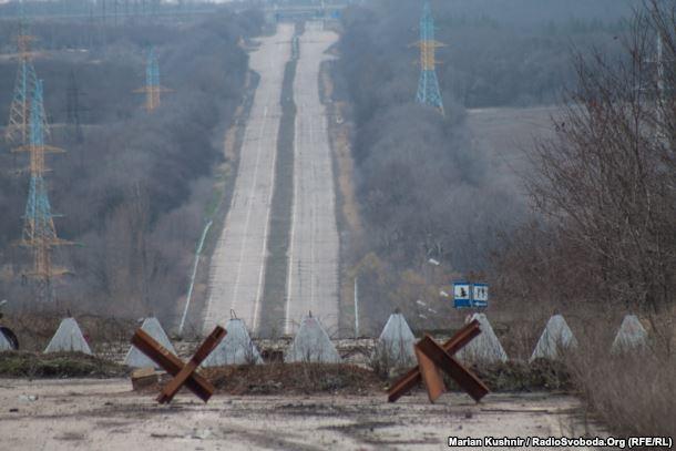 Блокпост на дороге в Донецк. Март 2016 года