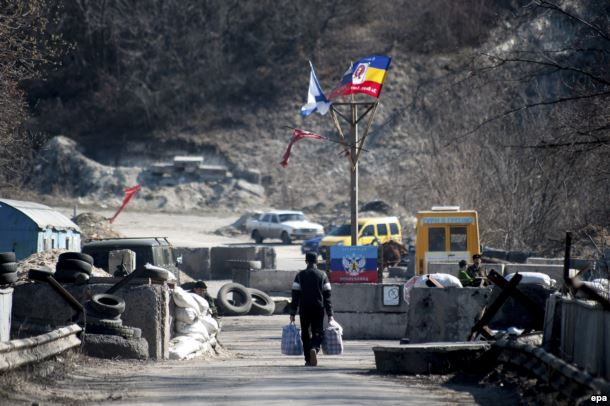 Блокпост недалеко от Станицы Луганской. Март 2015 года