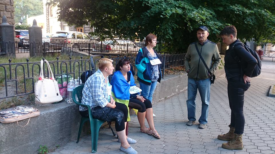 Нардеп Савченко провела ночь у Администрации президента