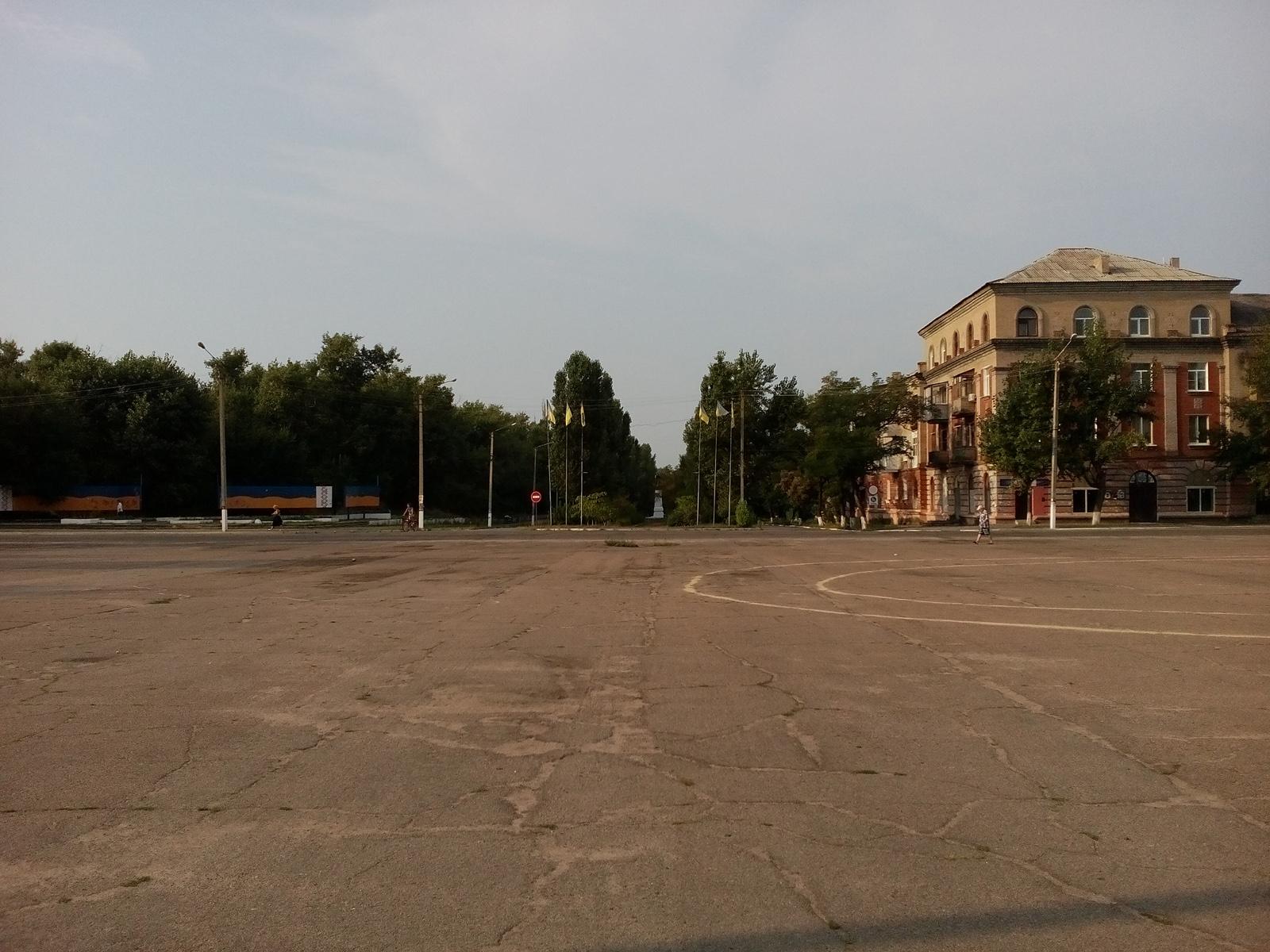 Площадь и флаги