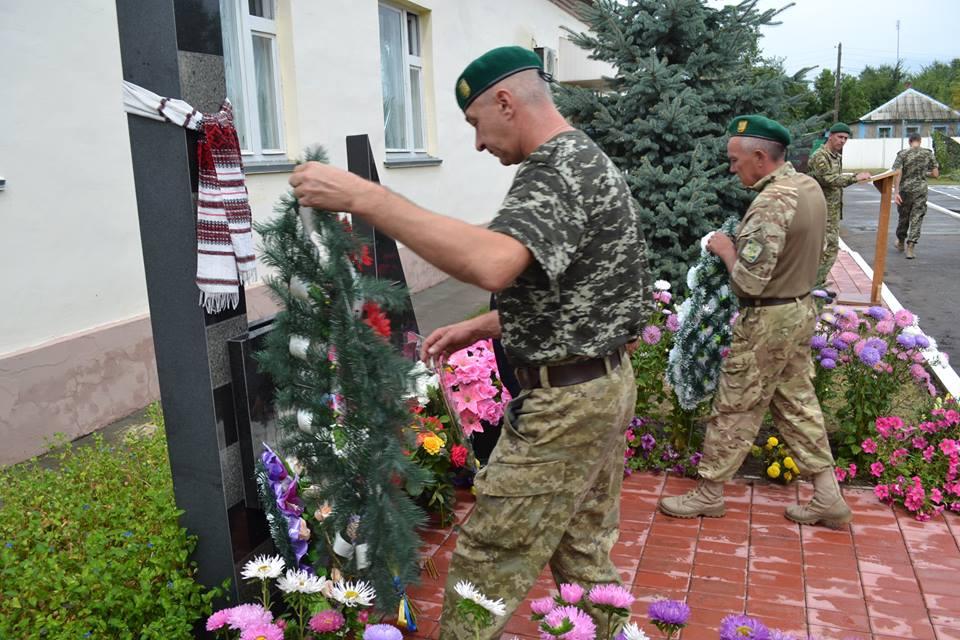 На Луганщине почтили память пограничников погибших в бою с российской ДРГ в «Красной Таловке»
