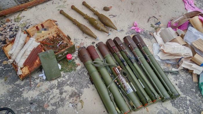 В Старобельском районе обнаружен схрон с гранатометами (видео)